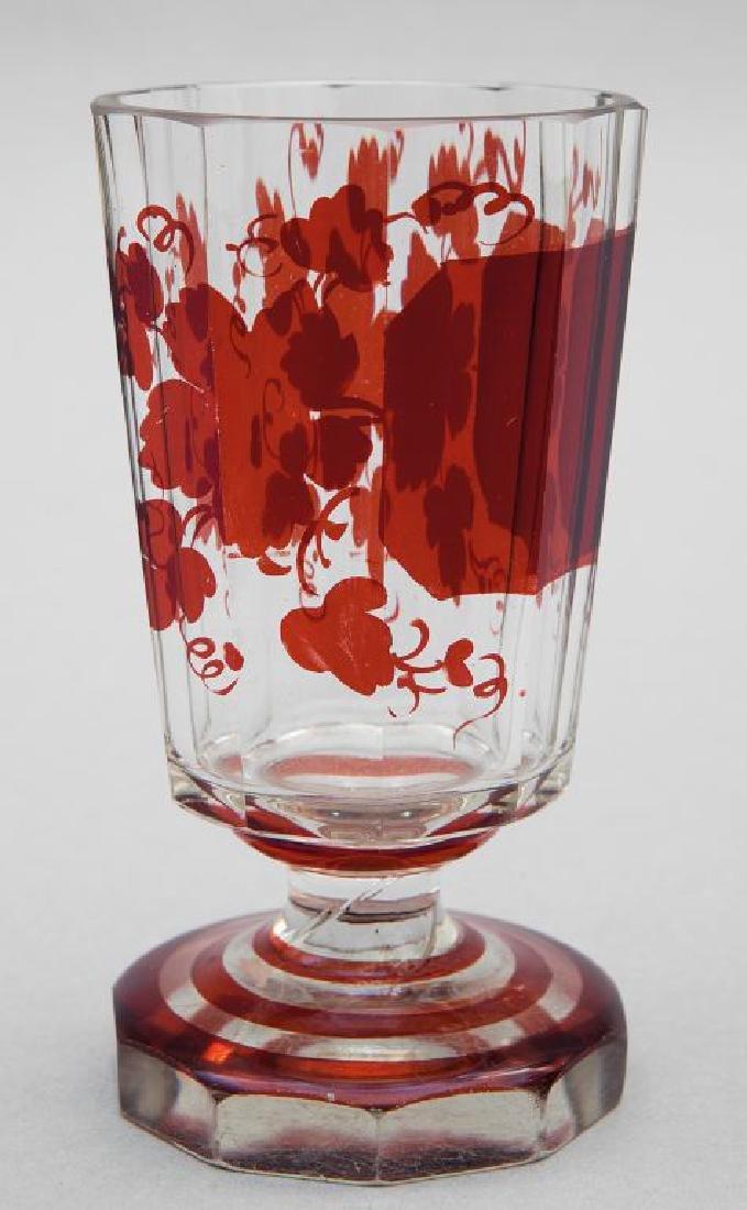 Bicchiere in cristallo incolore e rubino di forma