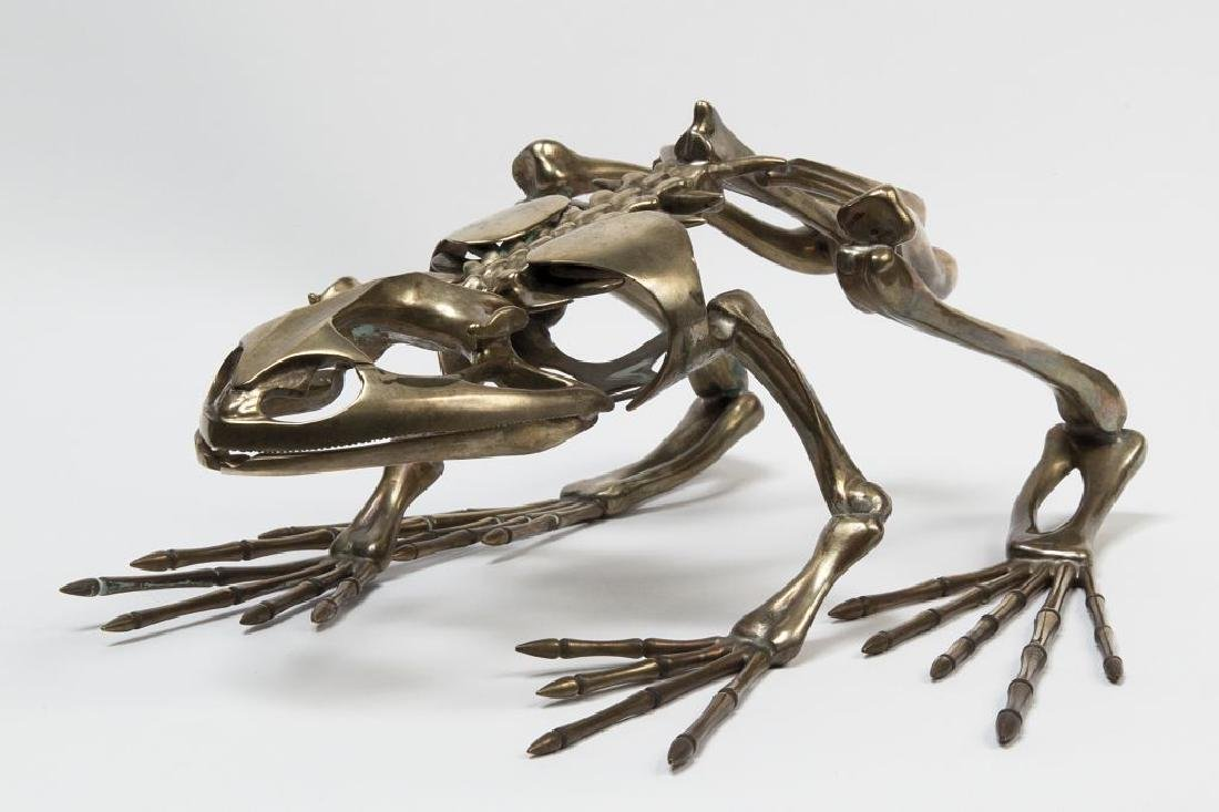 Scheletro di rana in bronzo