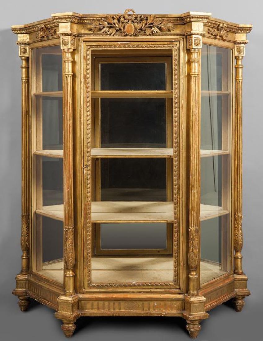 Mobile a vetrina in legno dorato in stile