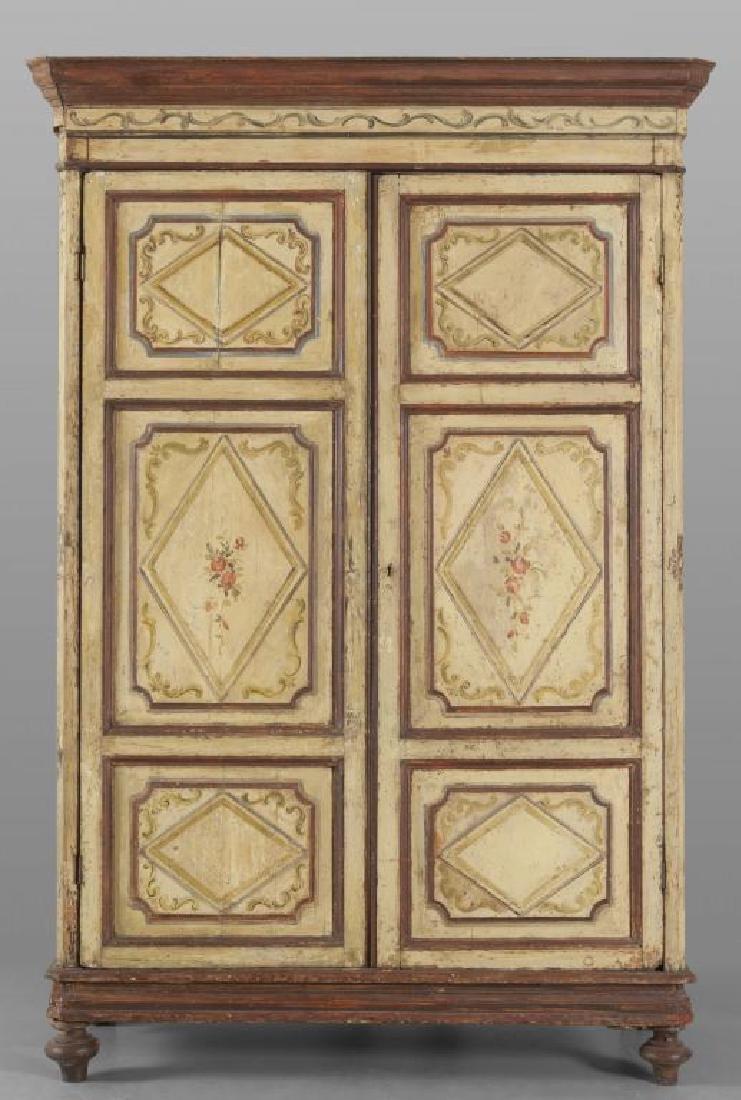Armadio a due ante in legno dolce laccato in