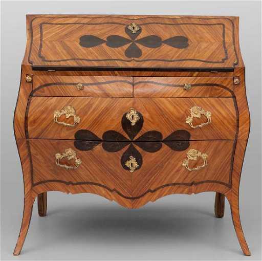 Bureau in stile Luigi XV lastronato in legno di