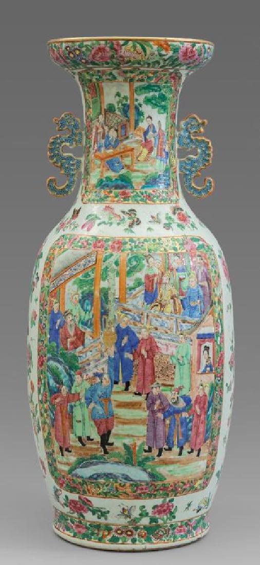 Vaso in porcellana policroma con decoro di scene