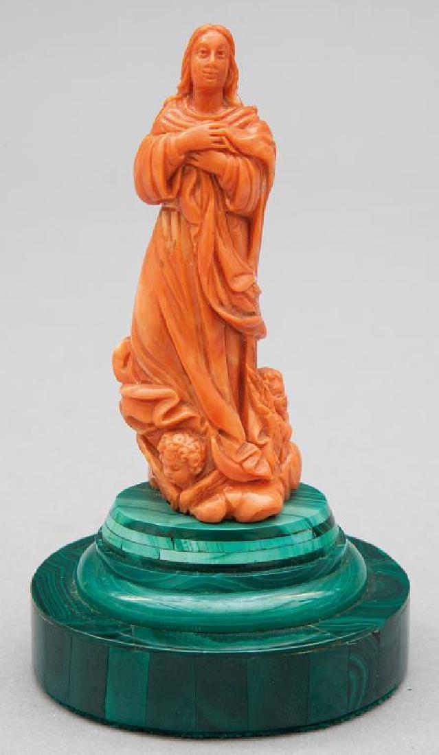 """""""L'Immacolata""""scultura in corallo poggiante su"""