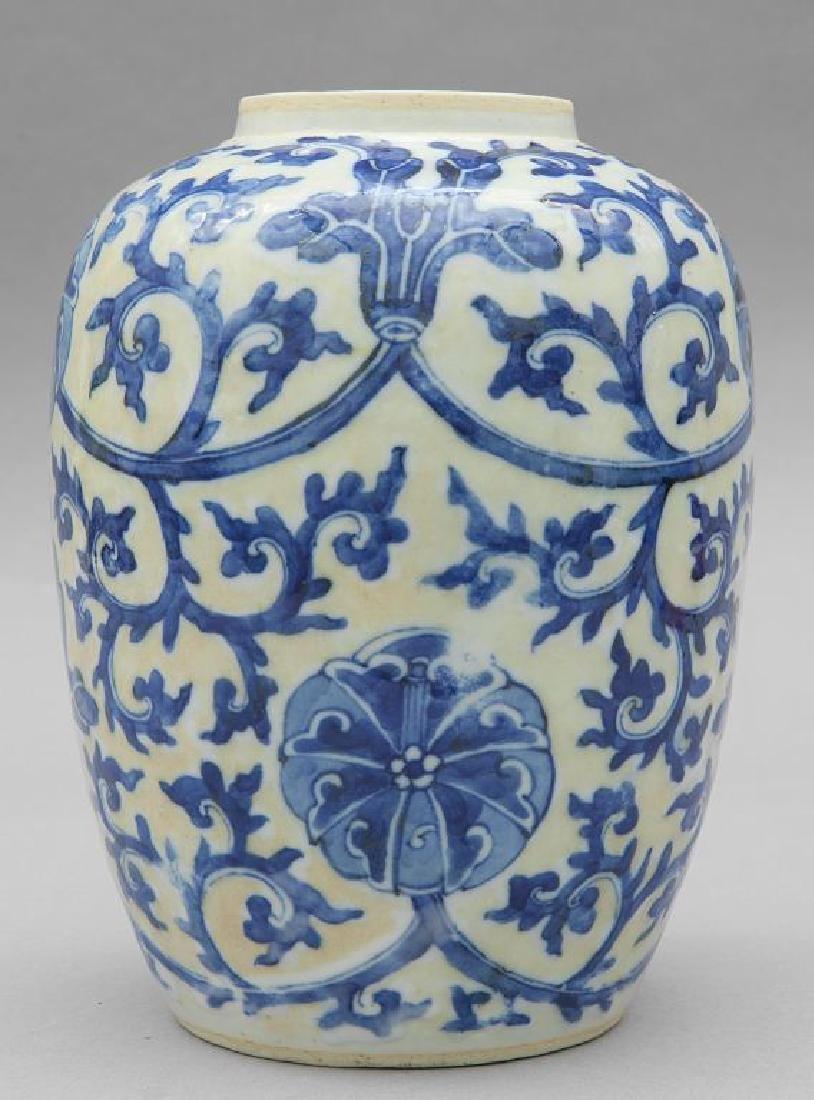 Antico vaso Cina in porcellana bianca a