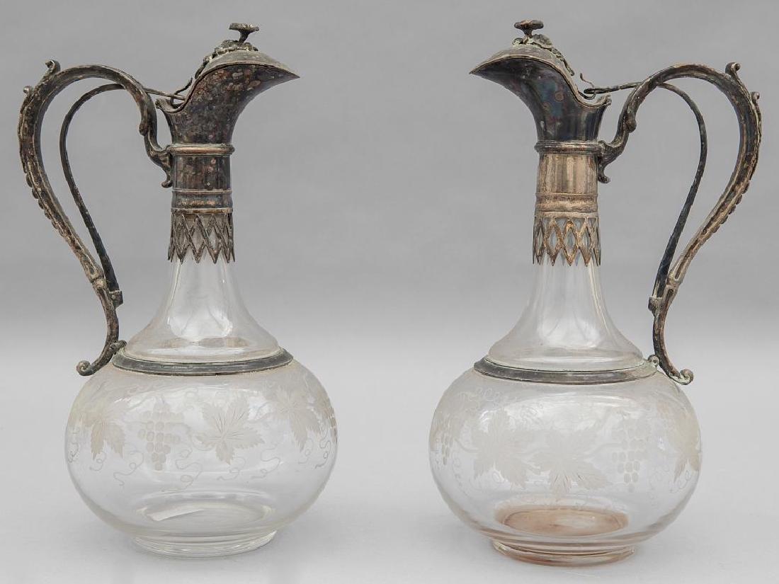 Coppia di bottiglie in cristallo molato con collo