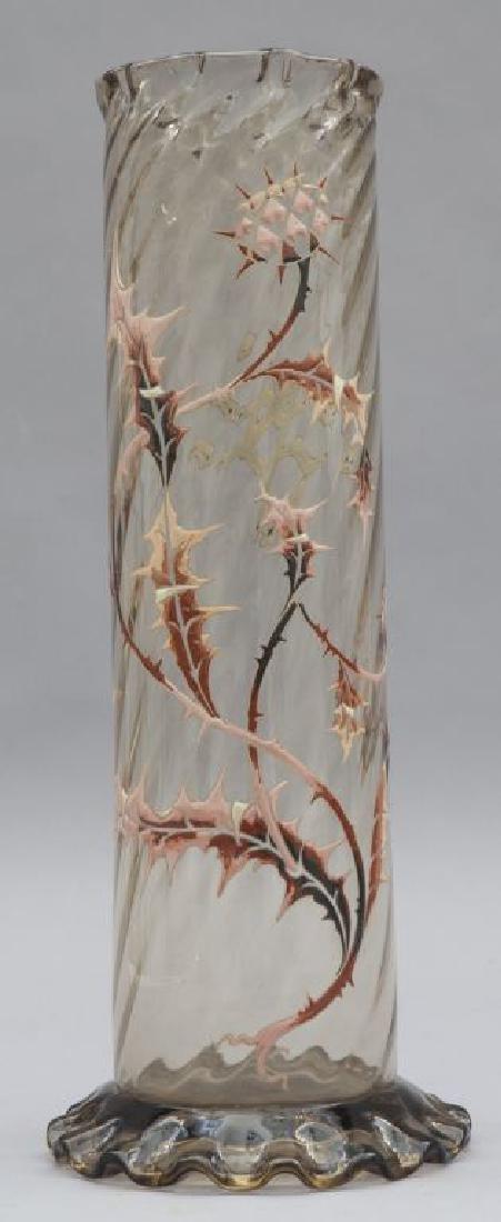 Vaso  in vetro di forma tubolare con decoro