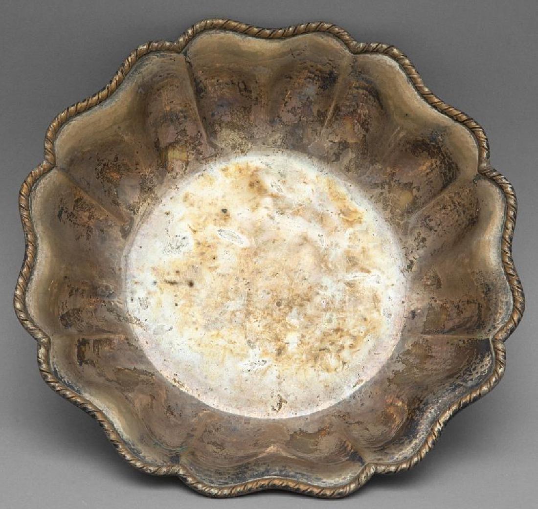 Piatto ed alzatina in argento (Kg.1 ca.)