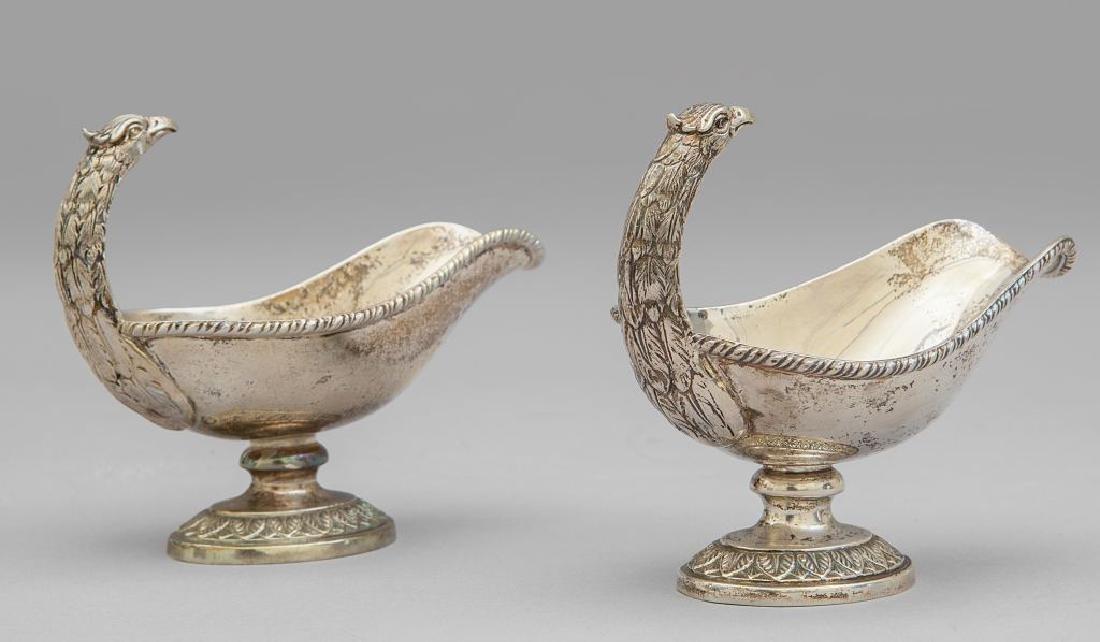 Coppia di salsiere in argento con prese a forma