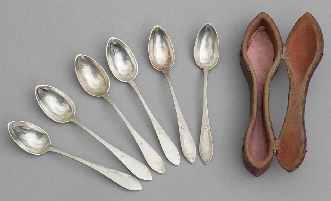 Sei cucchiaini in argento nella loro custodia