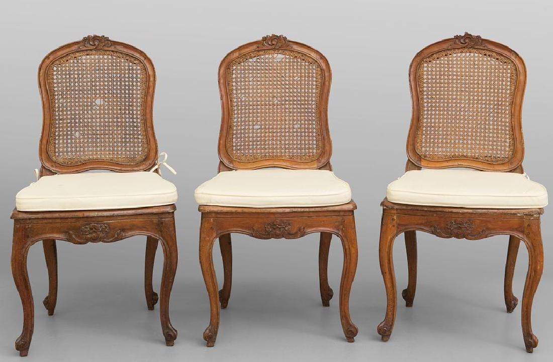 Tre sedie  Luigi XIV in noce ed una in stile