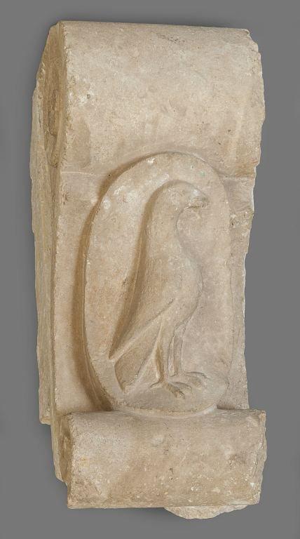 Chiave di portale in marmo con raffigurazione di