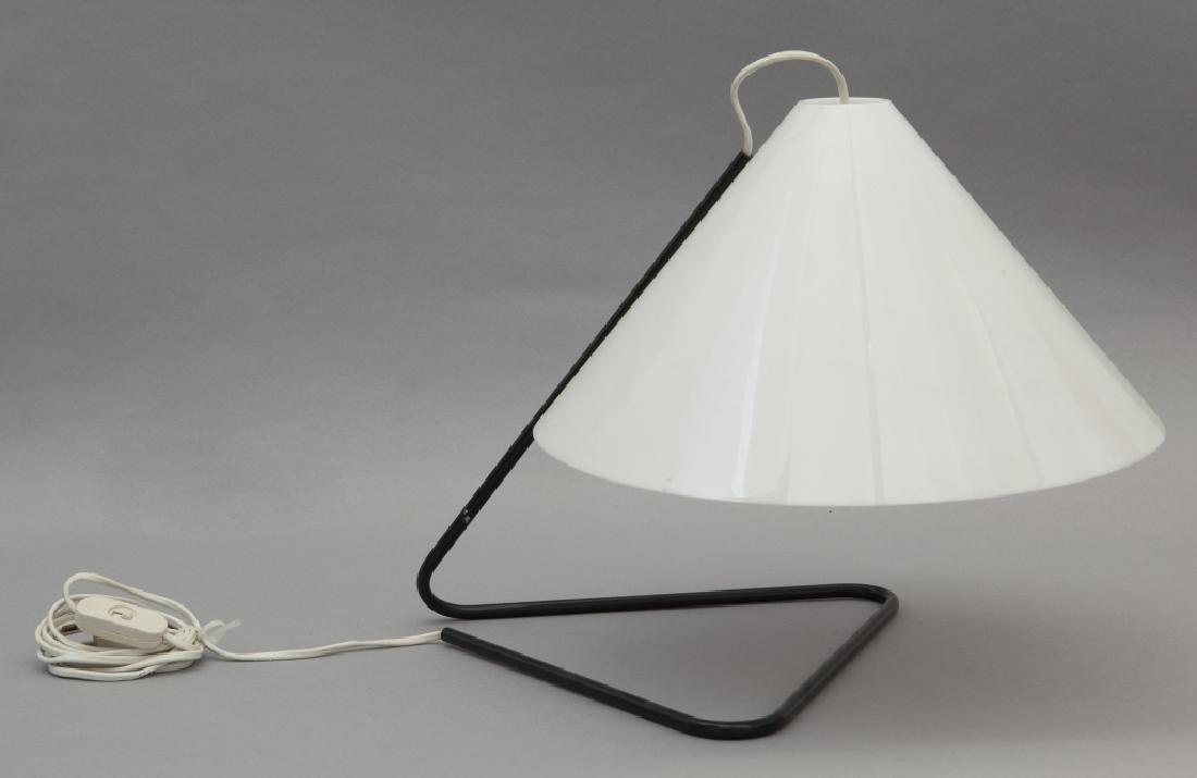 PAOLO TILCHE  Una lampada da tavolo per