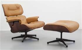 CHARLES E RAY EAMES  Una 'lounge chair' con