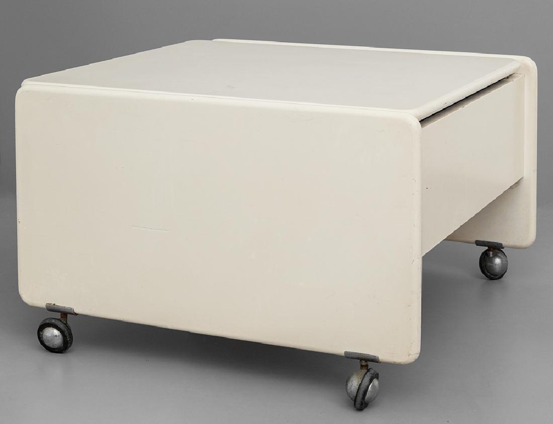 MARCO ZANUSO Un tavolino-bar su rotelle