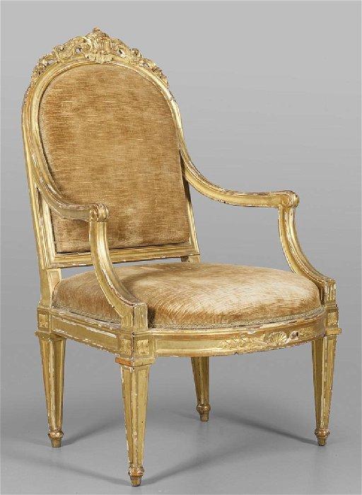 Poltrona Luigi XVI in legno intagliato e dorato,