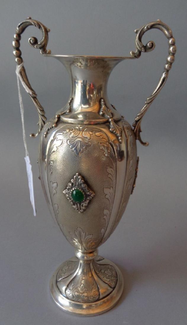 Vaso in argento con cabochon verde h.cm.26,