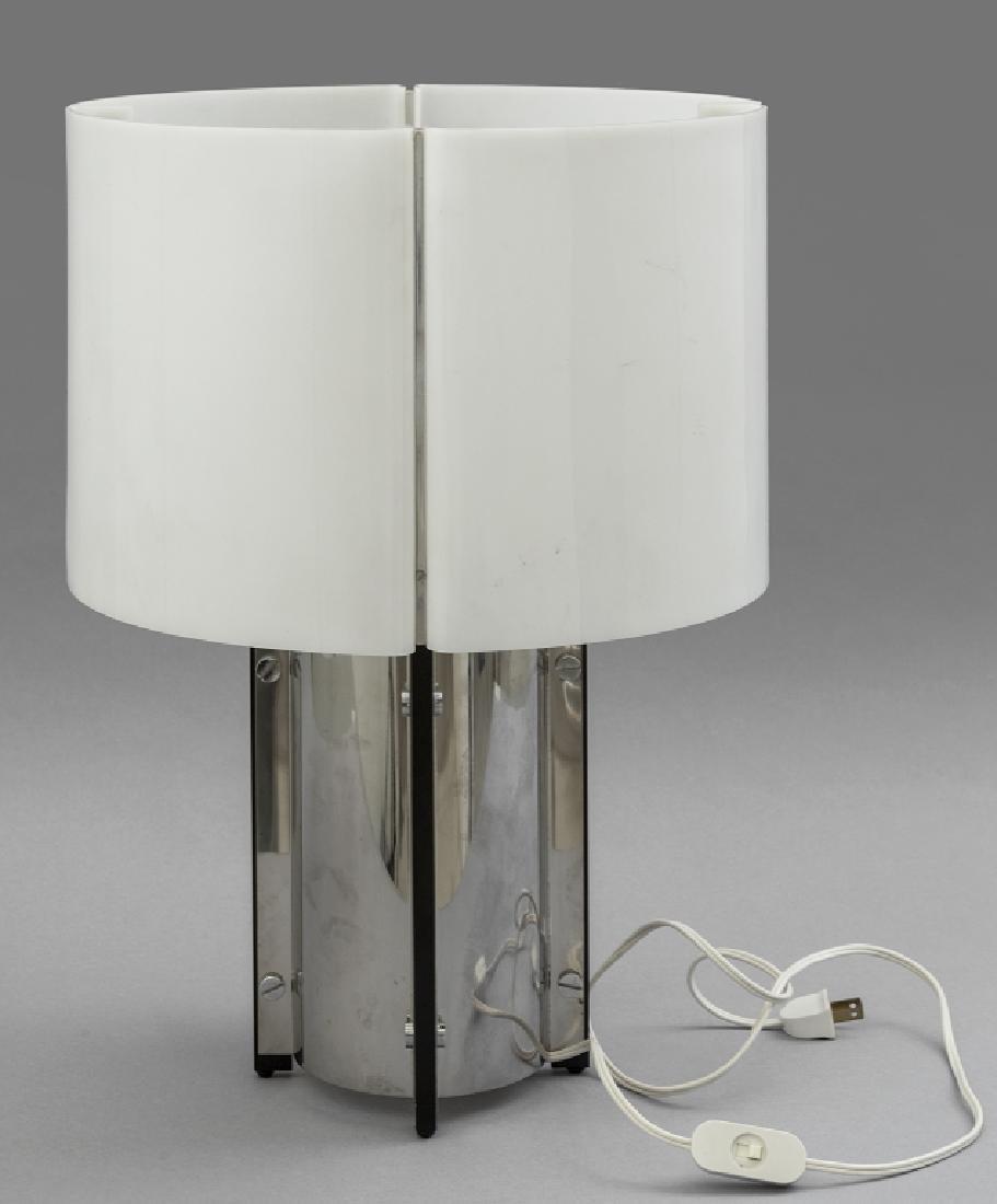 LIGHTHOLIER  Una lampada da tavolo