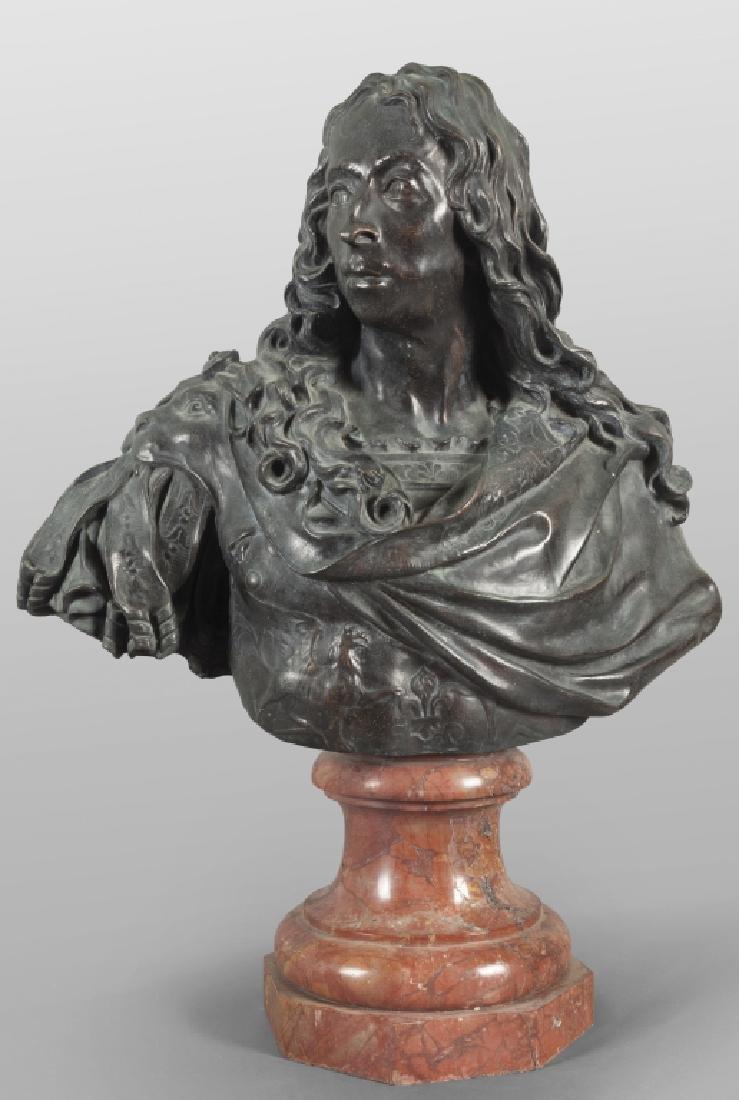 Antico busto in bronzo a patina scura