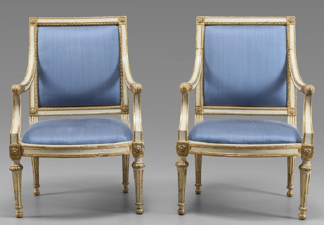 Coppia di poltrone Luigi XVI in legno finemente