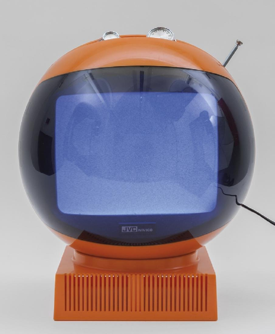 JVC NIVICO (Editore) Un apparecchio TV B/N