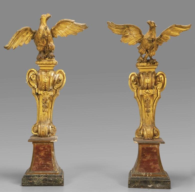 Coppia di aquile in legno intagliato e dorato