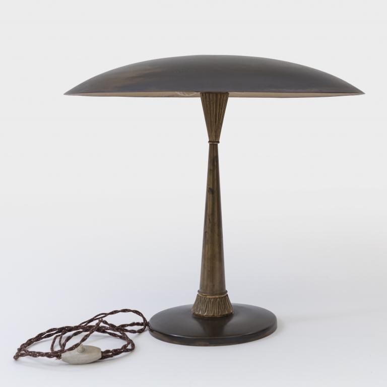 UNA LAMPADA DA TAVOLO, anni '50.  Ottone