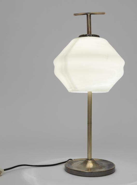 UNA LAMPADA DA TAVOLO, anni '60.  Ottone,