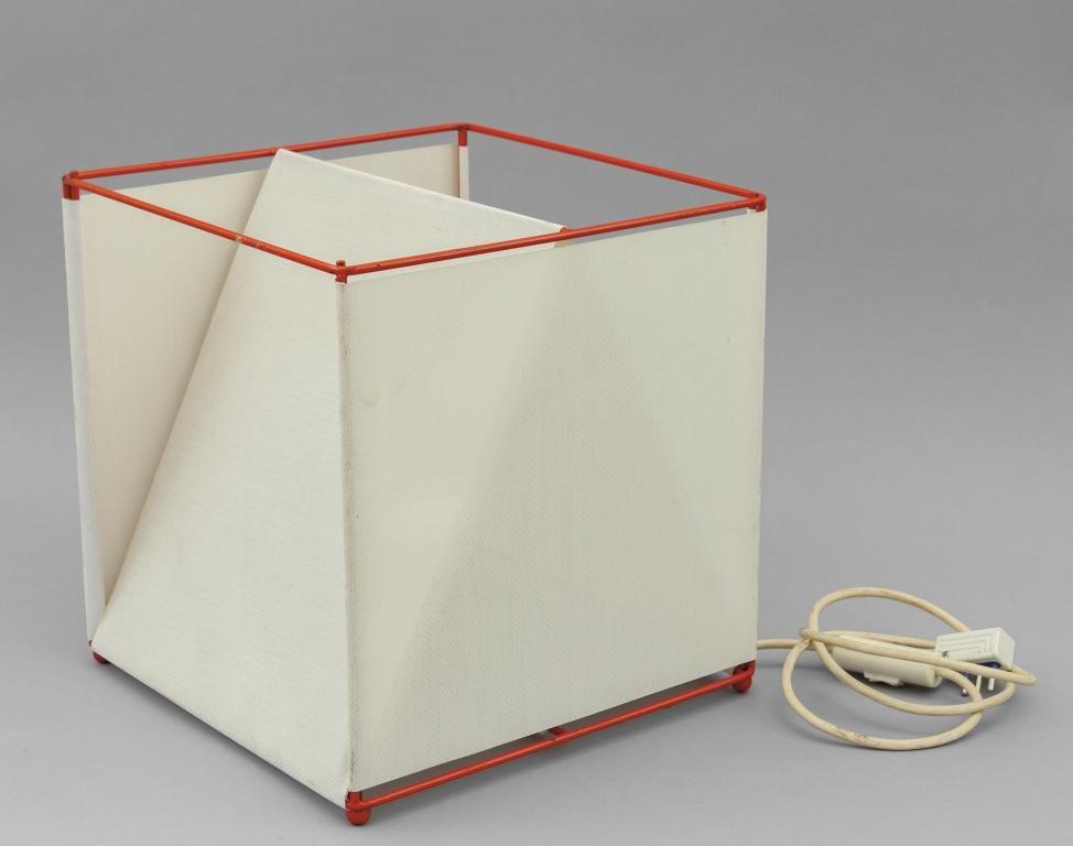 IBIS (Editore) Una lampada da tavolo, fine