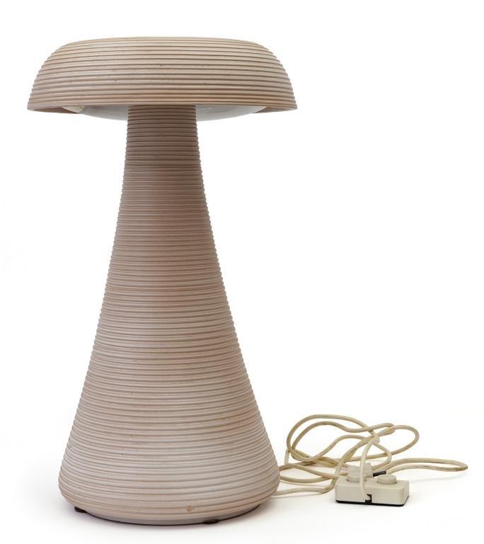 ANTONIO CORNACCHIONE  Una lampada da tavolo,