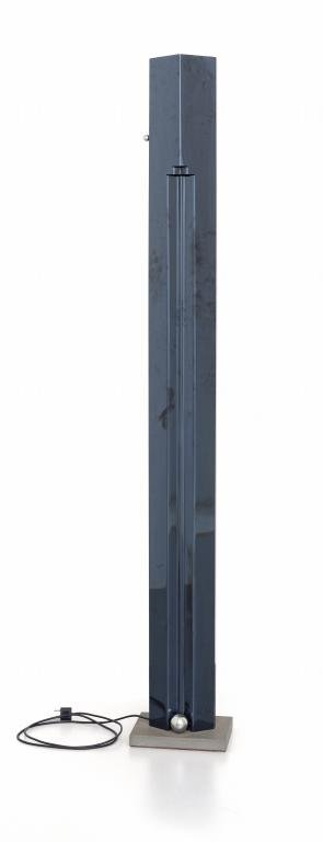 KAZUHIDE TAKAHAMA Una lampada alogena da