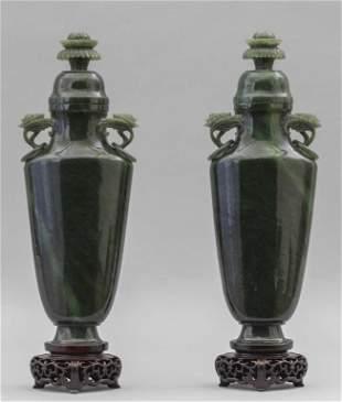 Coppia di vasi con coperchio in giada verde Cina