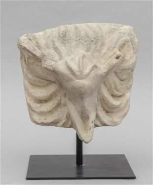 Antico frammento in marmo raffigurante testa di