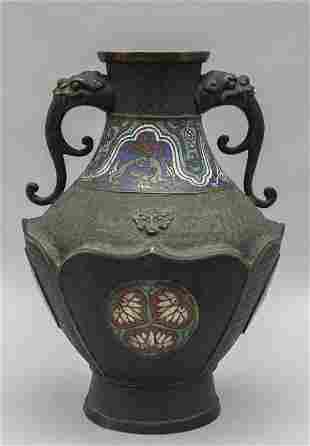 Vaso in bronzo con applicazioni