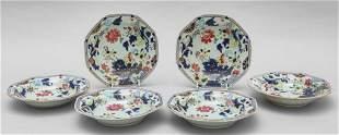 Sei piatti ottagonali in porcellana decorati a
