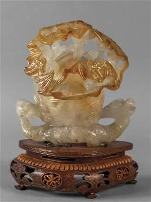 Grande agata scolpita con il drago e la perla