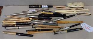 Scatola magica di penne di vari materali e