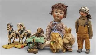Scatola magica di bambole e antichi giocattoli