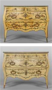 Due comò in stile Luigi XV, movimentati sul