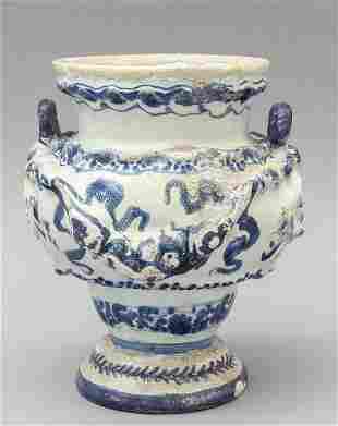 Vaso in ceramica di Savona decorazione bianca e