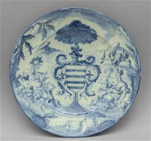 Piatto in ceramica bianca e blu decorato con