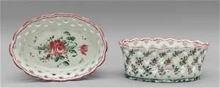 Coppia di cestini ovali in ceramica traforata