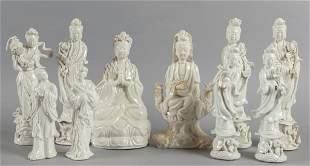 Dieci figure femminili in porcellana bianca di
