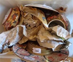 Scatola magica con oggetti in porcellana di Cina