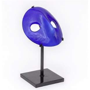VENINI Una maschera moretta in vetro blu con