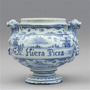 Idria in maioica bianca e blu decorata con