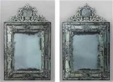 Coppia di grandi specchiere con cimasa in vetro