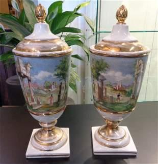 Coppia di vasi con coperchio in porcellana bianca