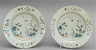 Coppia di piatti in porcellana famiglia rosa