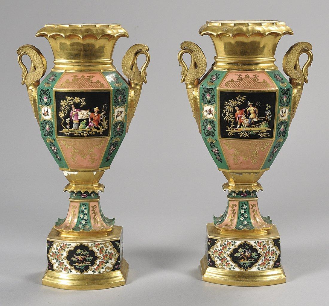 Coppia di vasi Carlo X in porcellana decorati in