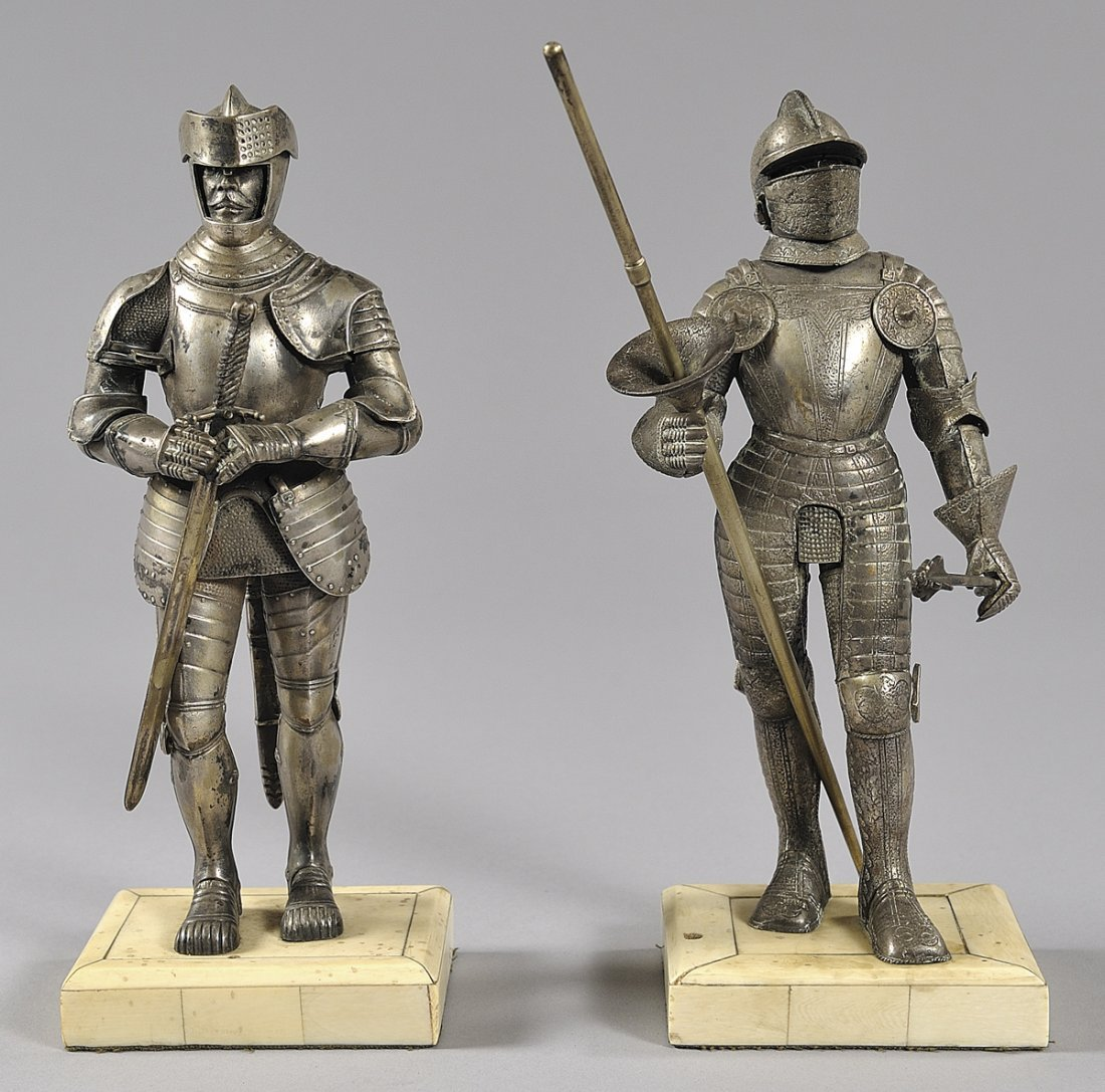 Coppia di armigeri in argento con base in avorio,